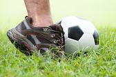 Fußball mit den füßen — Stockfoto