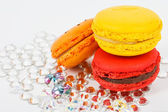 Red macaroon on crystals — Stockfoto