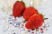 Red stawberry on dimond — Stockfoto