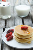 Stack of delicious pancakes with fresh fruits — Stock Photo