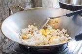 Cooking asian stir-fried noodles — Zdjęcie stockowe