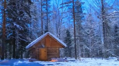 Hunter's hut in the moonlight. Timelapse. Scaling from the bath. — Stock Video