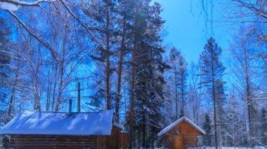 Hunter's hut in the moonlight. Timelapse. — Stockvideo