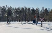 Ferroviaria nella neve. giornata di sole. — Foto Stock