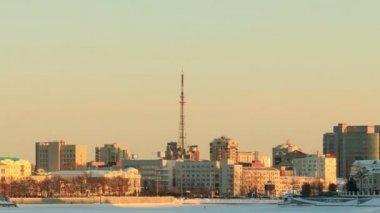 Entfernung vom turm. russland, jekaterinburg — Stockvideo