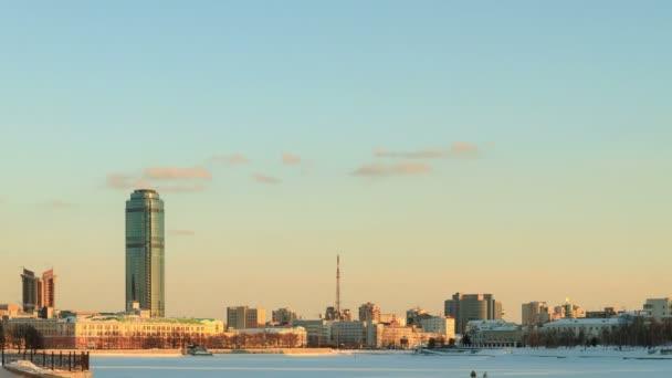 Vue générale du secteur riverain. russie, ekaterinbourg — Vidéo
