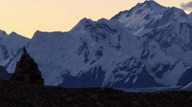 Wschód słońca w górach. upływ czasu — Wideo stockowe