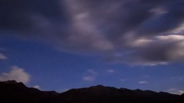 Night in the mountains. Time Lapse — Stock Video