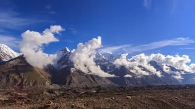 Clouds over glacier Inylchek. Kirgystan, central Tien Shan — Stock Video