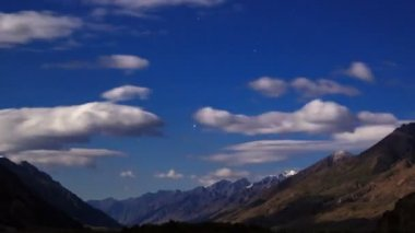 Moonlit night in the mountains. Time Lapse — Stock Video