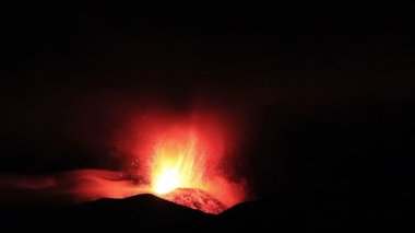 Etna Eruption at night. . — Stock Video