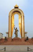 Somoni statue in the center of Dushanbe, Tajikistan — Stock Photo