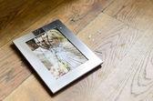 Cadre de photo brisé du couple marié — Photo