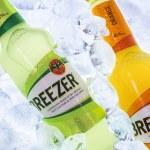 Breezer drinks in ice — Stock Photo