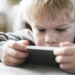 Boy on smartphone — Stock Photo #40285511