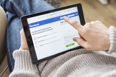 Using Facebook on tablet pc — Stok fotoğraf