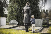 Woman and child at graveyard — Stock Photo