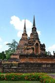 Pagoda on ruins temple in Sukhothai historical park — Stock Photo