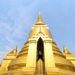 Golden pagoda in Wat Phra Keaw — Stock Photo