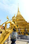 The golden Thai fairy bird on half human at Wat Phra Keaw, Thail — Stock Photo