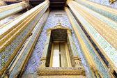 Window temple at wat phra keaw — Stock Photo