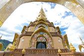 Tajski świątyni, świątyni phasornkaew w tajlandii — Zdjęcie stockowe