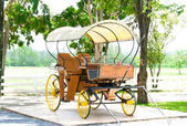 Old horse-drawn carriage — 图库照片