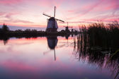 Kinderdijk windmühle bei sonnenaufgang — Stockfoto