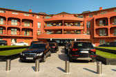 Cars at hotel parking — Stockfoto