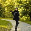 Woman posing  in autumn park — Stock Photo