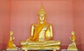 Goldene buddha-statue in thailand-tempel — Stockfoto