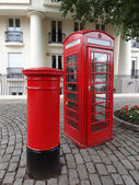 Typical Red London Telephone Booth and Pillar Box — Stockfoto