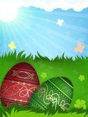 Ovos de Páscoa de vermelho e verde na grama — Vetor de Stock