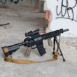 US Spec Ops M4A1 on the background of the destroyed room — Stockfoto