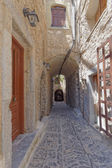 Picturesque alley in a mediterranean island — Stock Photo