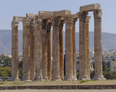 Ancient Greek temple of Olympian Zeus, Athens — Stock Photo