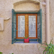 Window and flowerpot,  Greece — Stock Photo #42975943