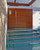 Contemporary house entrance with water pool — Stock Photo