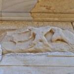 Sculpture on Athena Nike temple , acropolis of Athens — Stock Photo