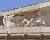 Parthenon west pediment detail, horse heads and Dionysus — Stock Photo