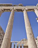 Ongebruikelijke zicht op oude griekse gebouw, athene akropolis — Stockfoto
