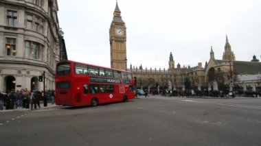 Double Decker at Westminster Parliament in London, UK — Stock Video