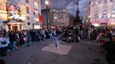 Piccadilly Circus in London, UK — Stock Video