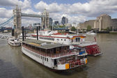 Riverboats at the Towerbridge — Stock Photo
