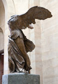 Statue of Nike in Louvre museum — Stock Photo