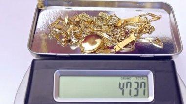 Medición de oro — Vídeo de stock