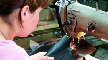 Quilting leather — Vídeo de stock
