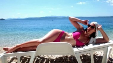 Beautiful woman on the beach chair — Stock Video