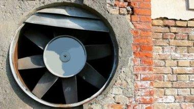 Oude ventilator — Stockvideo