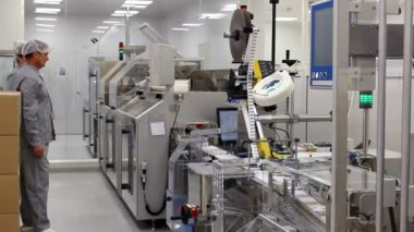 Workers of pharmaceutical industry — Stock Video